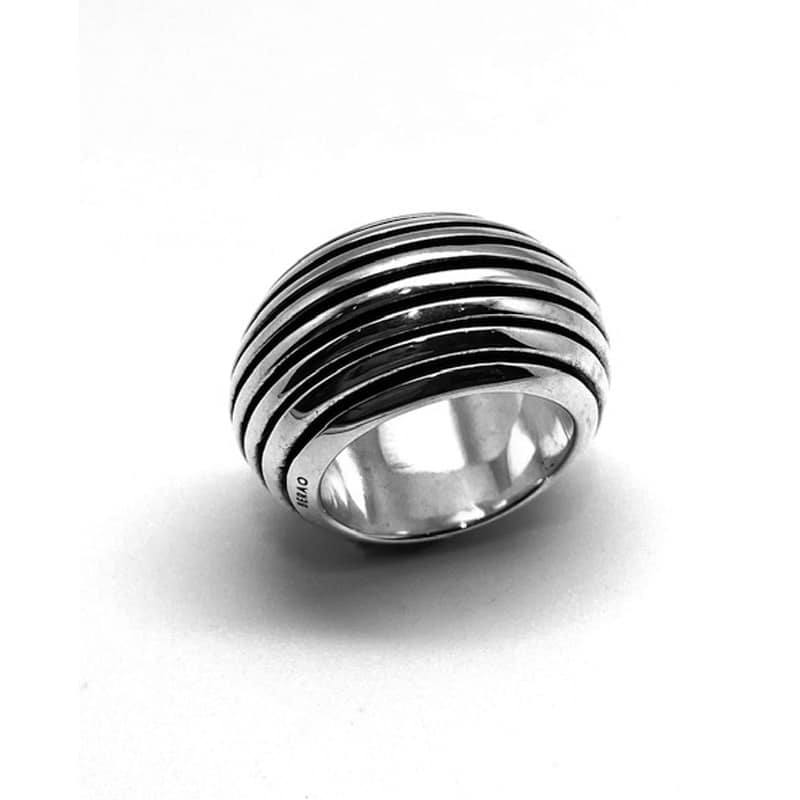 Silver ring with cuts following the middle of the ring