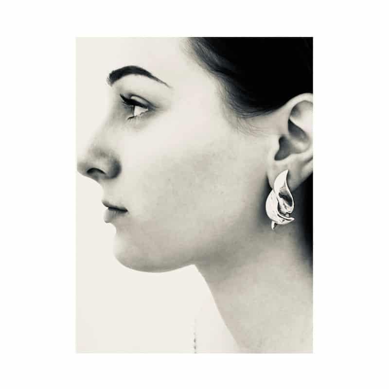 Boucle d'oreille croix argentée