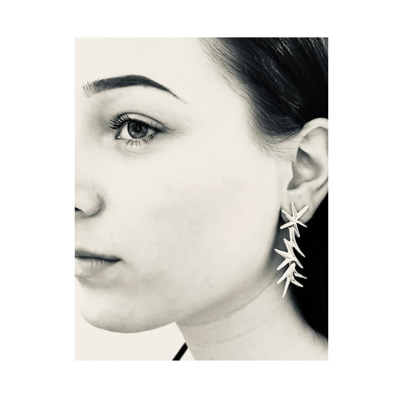 Silberner Ohrring, inspiriert von den Sternen