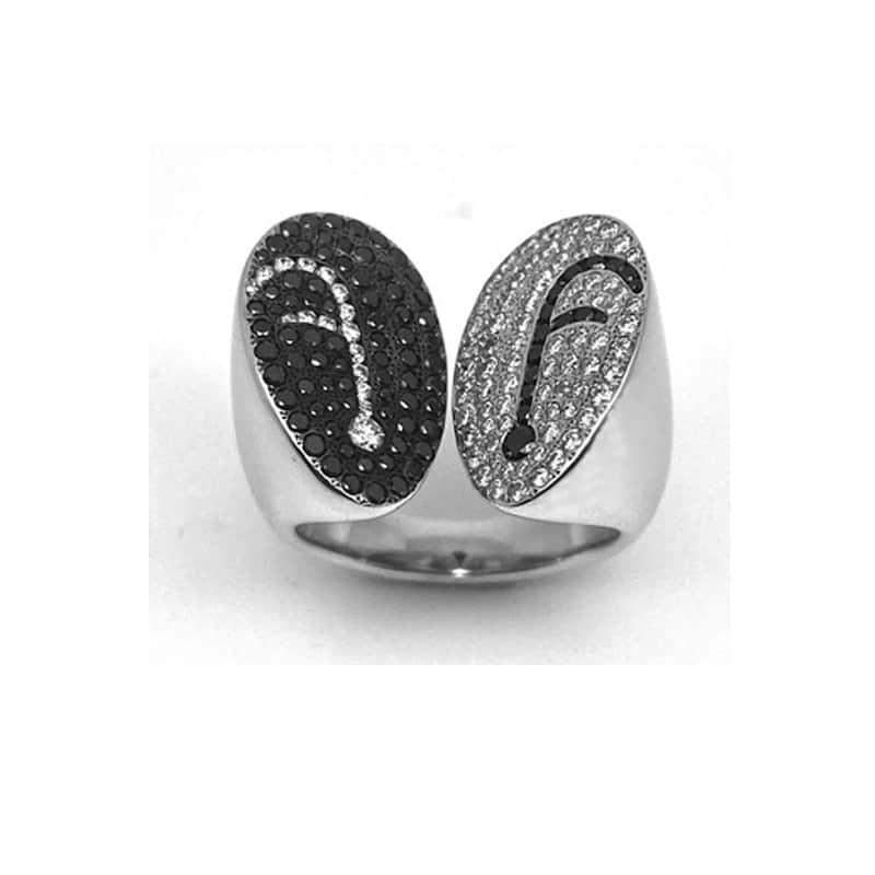Anel em ouro branco e diamante com dois braços, terminando em duas elipses contrastantes