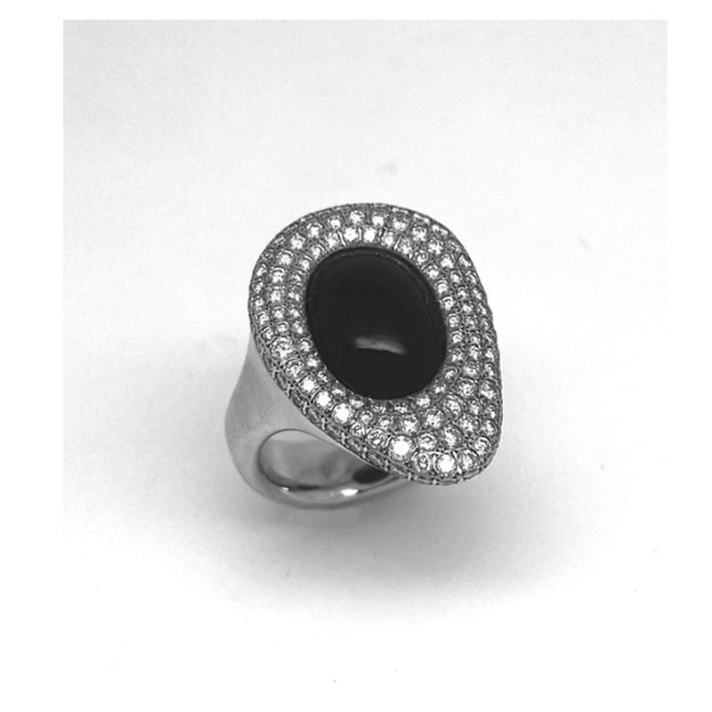 Ring in white gold, diamonds and oval oranic stone