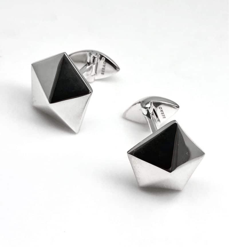Gemelos de plata con forma de pirámide