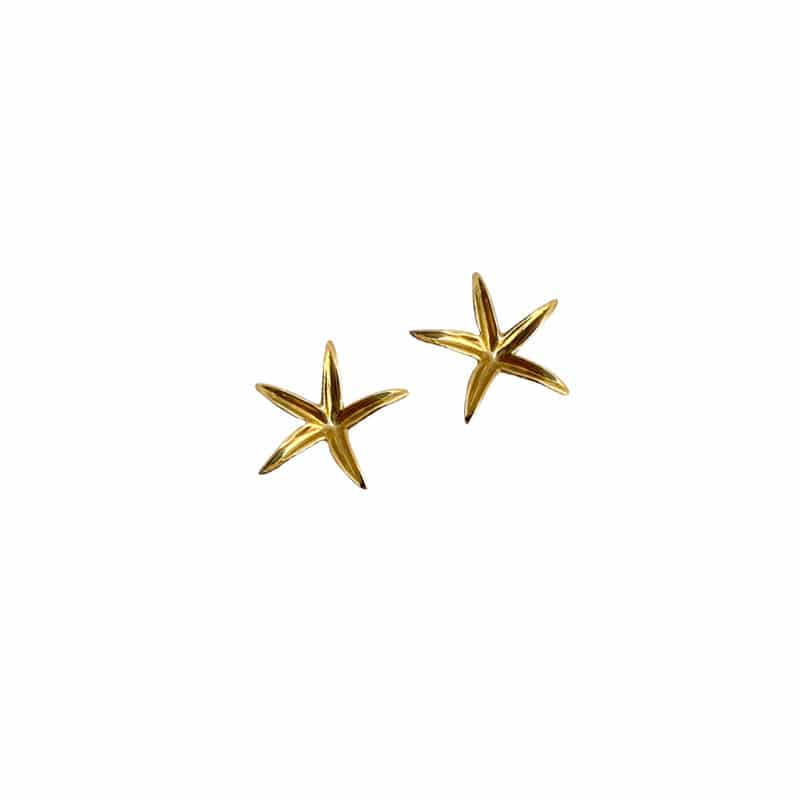 Gold star shaped earring