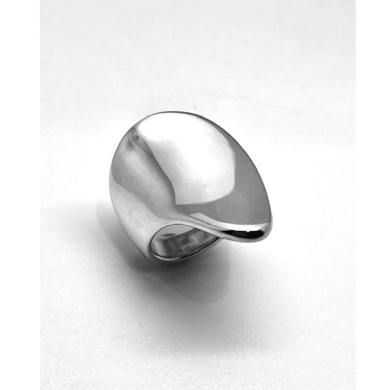 Anillo de plata con forma orgánica