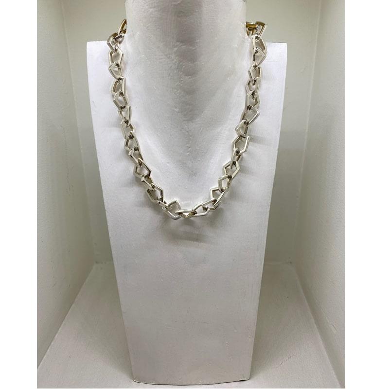 Collar de plata con eslabones geométricos irregulares
