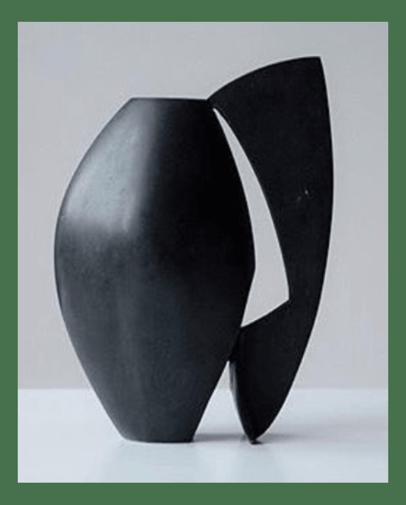 黒い緑青銅色の花瓶