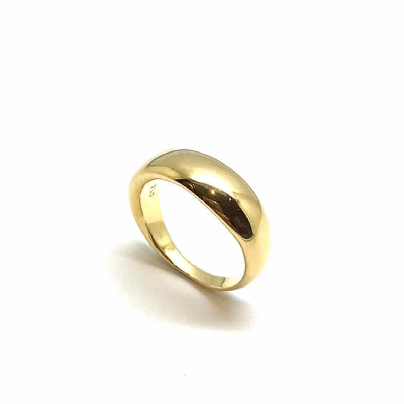 逐渐减少的半圆形金戒指