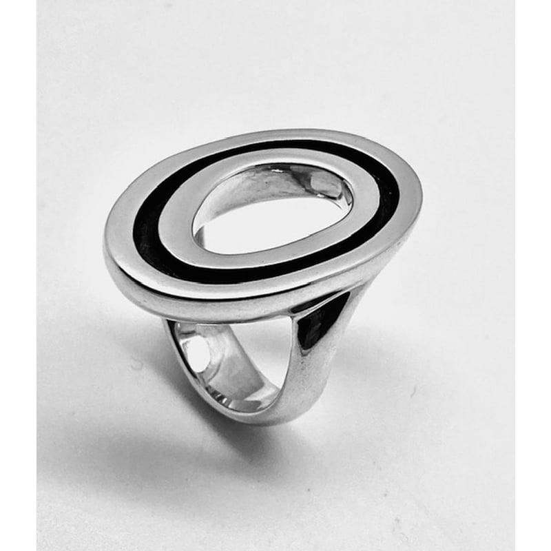 Anillo de plata con calado en forma oval