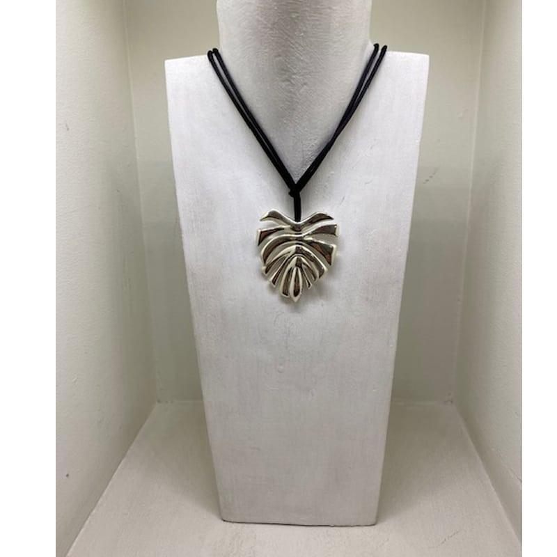 Collar de plata de 5 piezas en hoja con cordón de seda