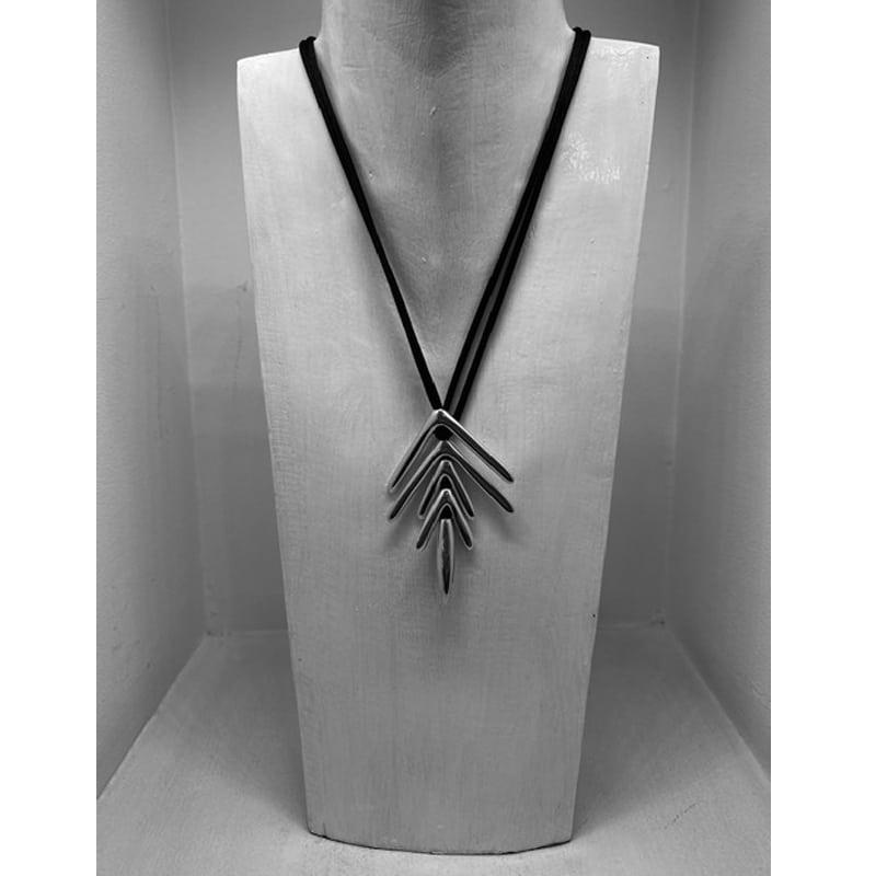Collar de plata de 5 piezas en forma de vector y cordón de seda