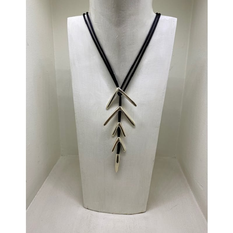 5-piece silver necklace in vector shape and silk cord
