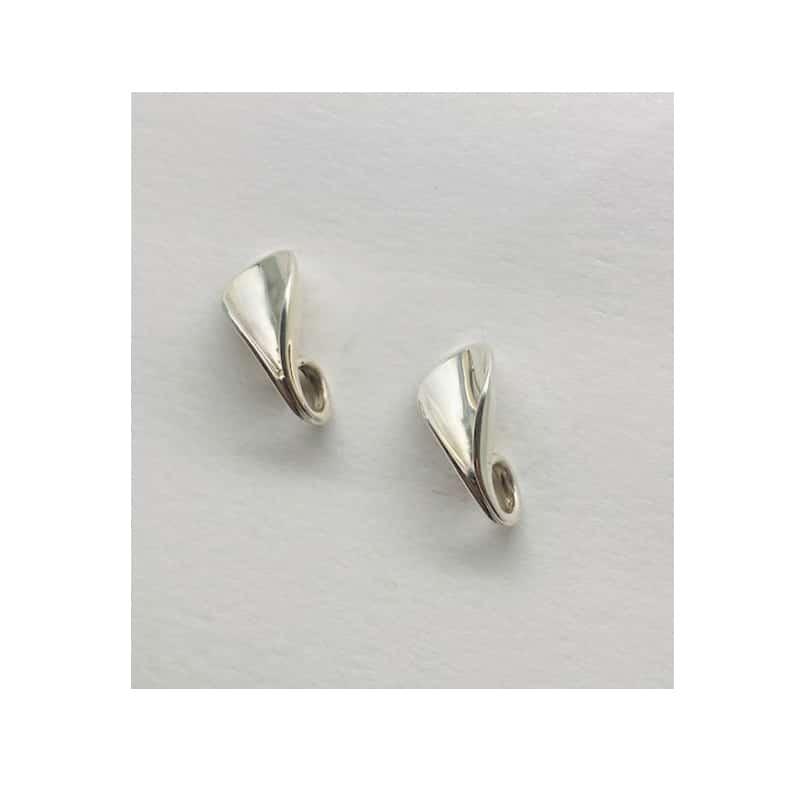 Pendientes de plata en forma de pétalo